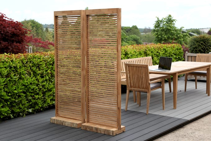 Garden screen made from one panel