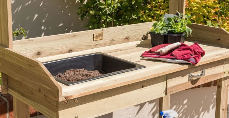 Top 5 Best Potting Benches – Wood vs metal and our top picks