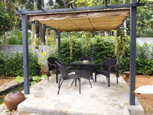 Stand alone garden awning