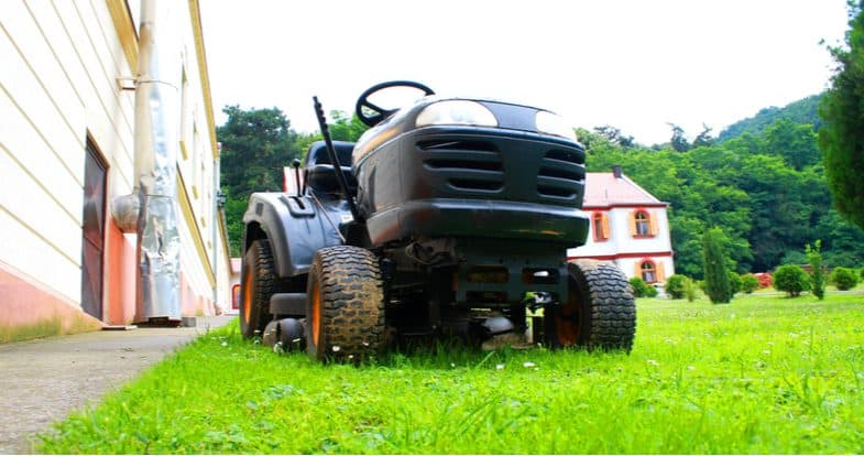 Best Ride on Lawn Mowers and Lawn Tractors– 5 Top Models For Large Lawns