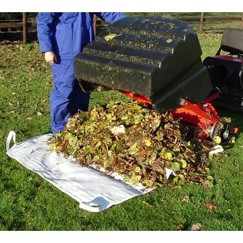 SCH Trailed Sweeper TS98 emtyping leaves