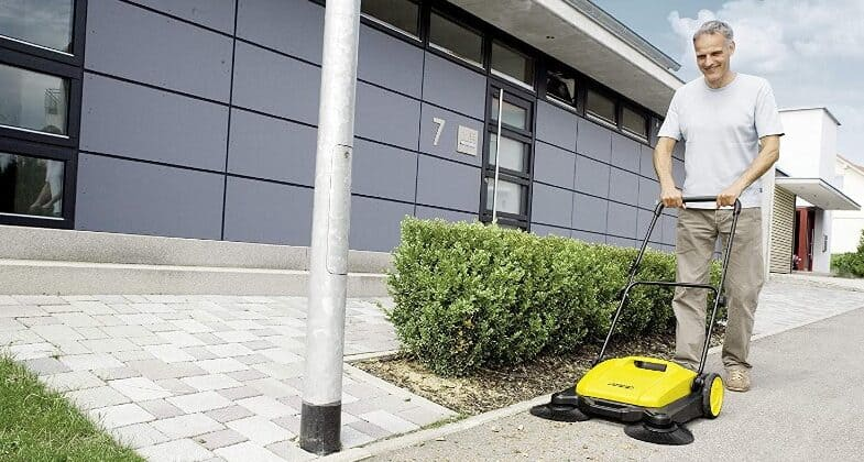 Best outdoor floor sweeper for clearing leaves, grass clipping and other debris from paths, patios and driveways