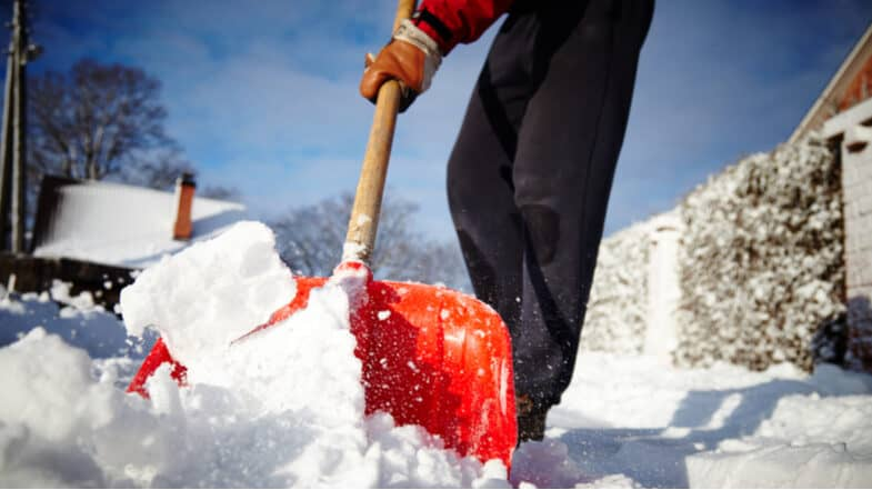 Best Snow Shovels and Snow Pushers for Clearing Snow